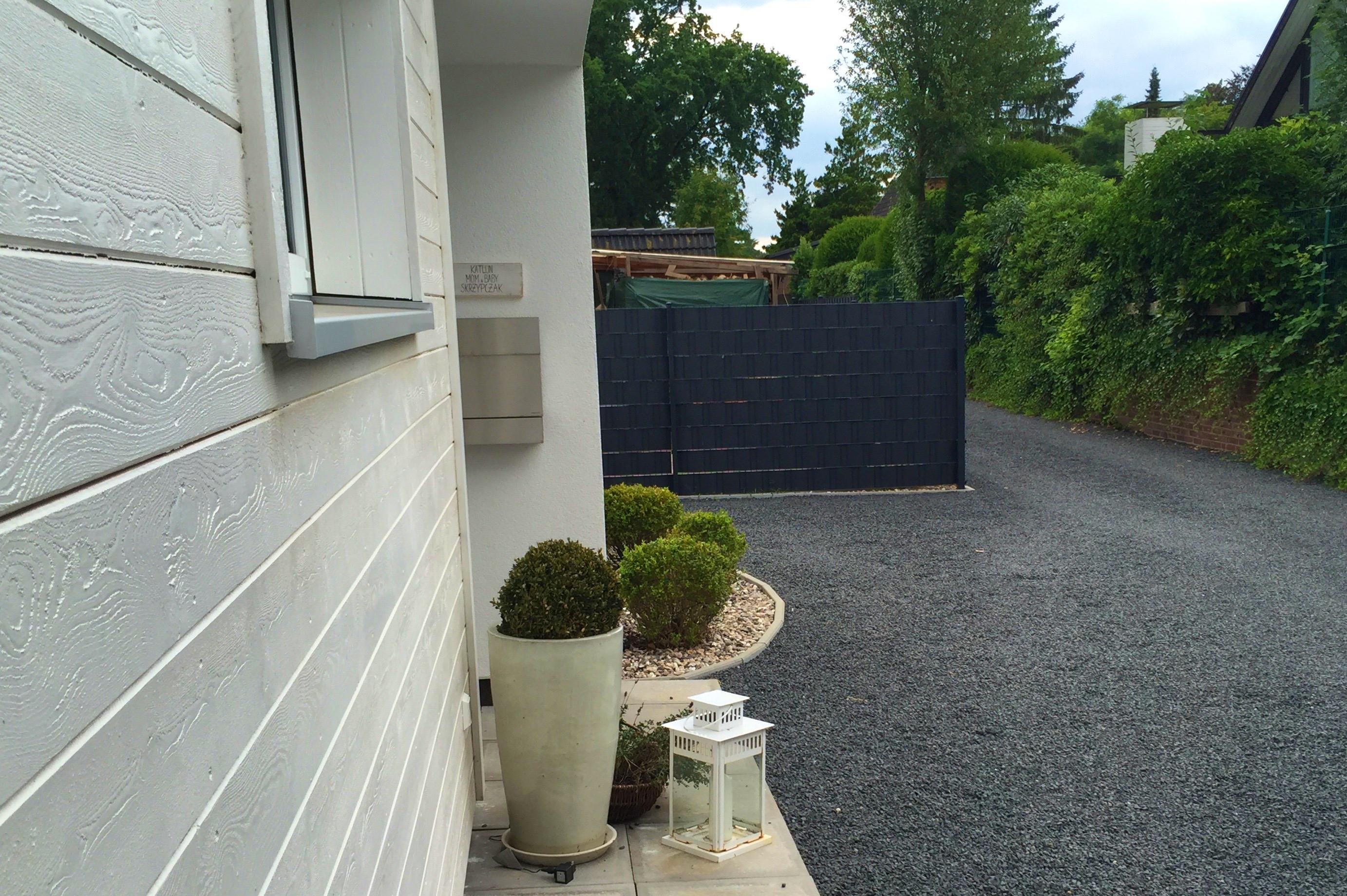 Auffahrt (Holz-Eingangspodest in Vorbereitung)